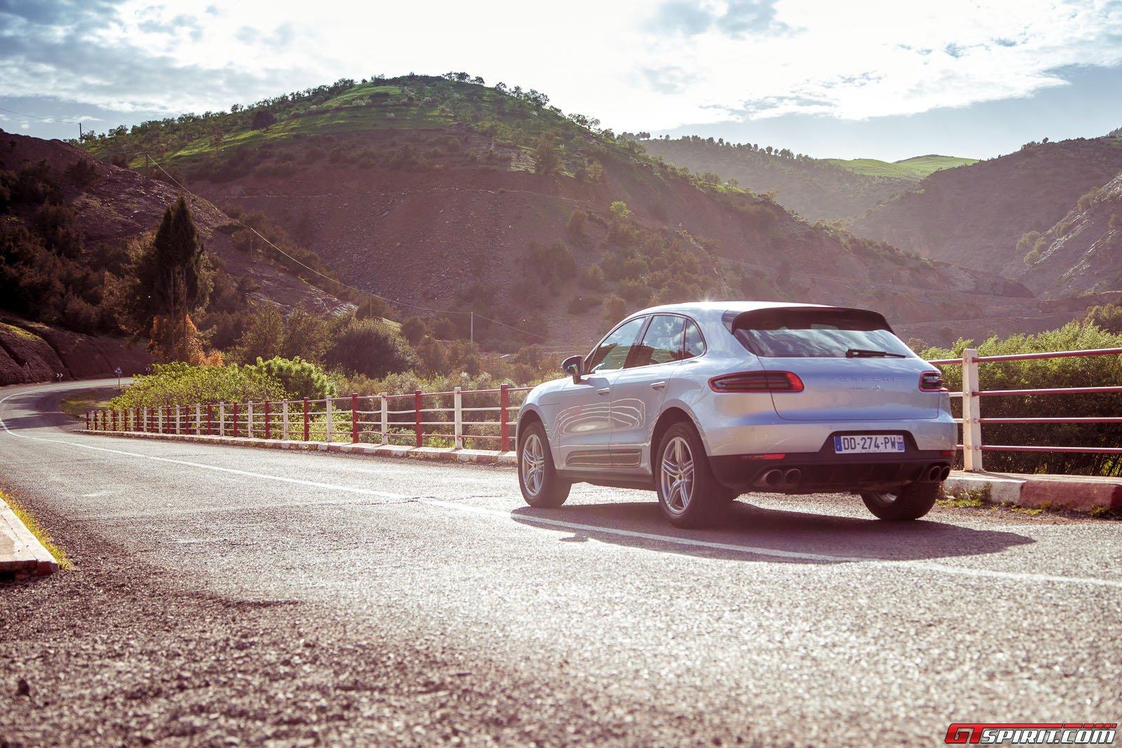 Автомобиль Porsche Macan в Марокко