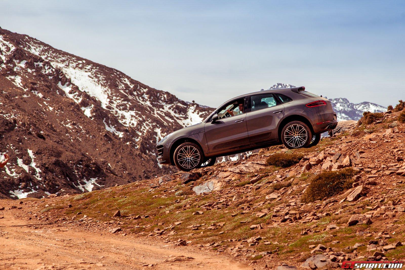 SUV Porsche Macan в Марокко