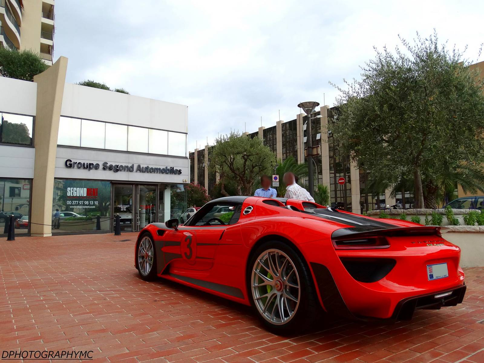 red porsche 918 spyder spotted in monaco. Black Bedroom Furniture Sets. Home Design Ideas
