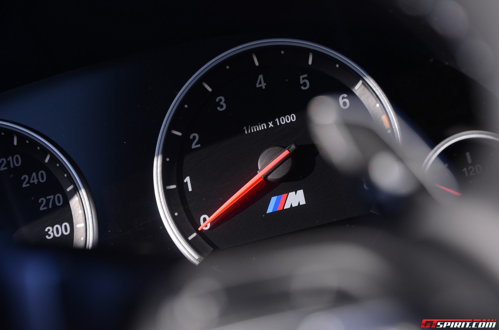 road-test-2012-bmw-m6-coupe-017