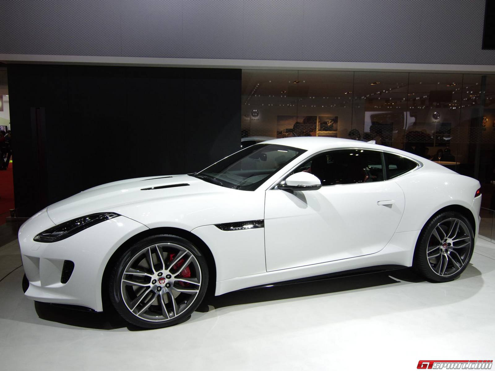 tokyo 2013 jaguar f type coupe. Black Bedroom Furniture Sets. Home Design Ideas