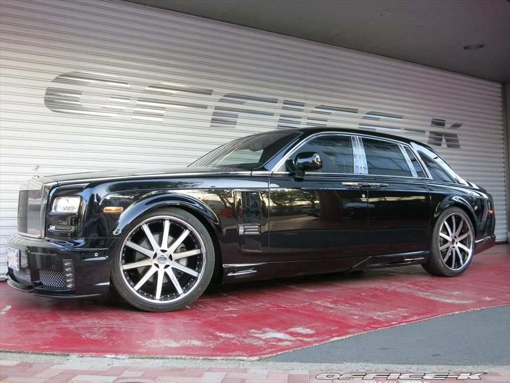 http://www.gtspirit.com/wp-content/gallery/wald-international-rolls-royce-phantom/wald-international-rolls-royce-phantom-5.jpg