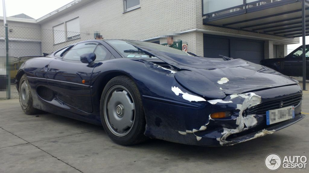 wrecked jaguar xj220 recovered in belgium. Black Bedroom Furniture Sets. Home Design Ideas