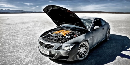 Video: BMW M5 & M6 Desert Race & Drift