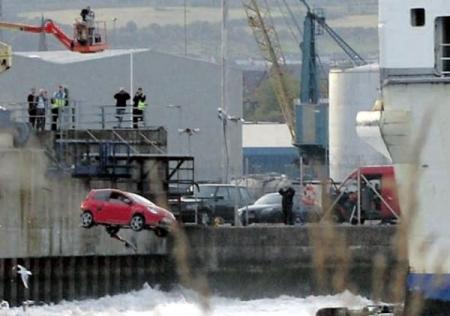 Top Gear in Belfast Renault Twingo hits water
