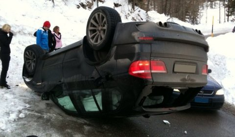 Car Crash BMW X5M Flips Upside Down 480x280