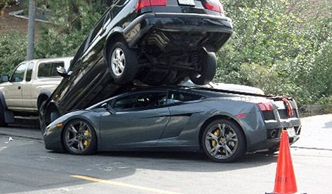 car_crash_gallardo_parked_under_another_car_480x280.jpg