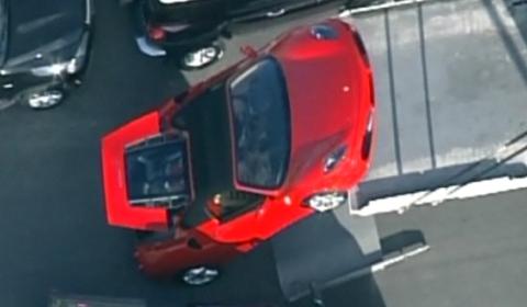 Video Ferrari 430 Spider Falls off Delivery Truck 480x280