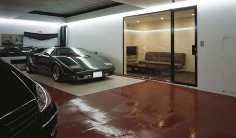 KRE House with Car Lift by Takyua Tsuchida