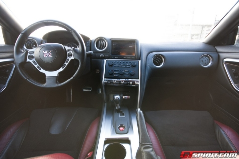 Road Test Nissan GT-R 02