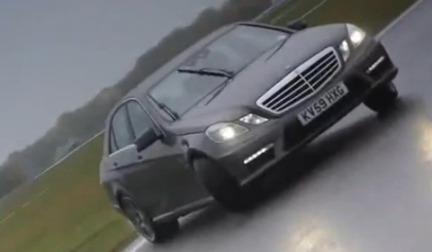 Video Mercedes E 63 AMG Drifting on a Wet Track