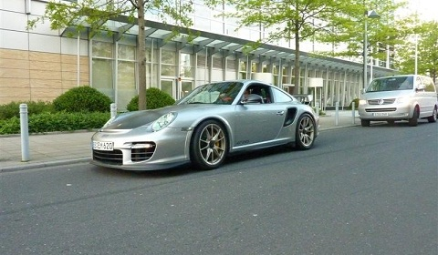 Spotted: 2011 Porsche GT2 RS