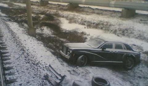 Rolls Royce Centurion Crashed on Railway Sidewalk