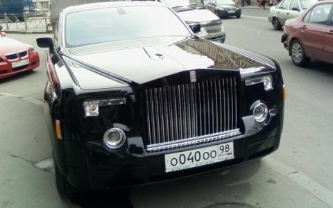 Rolls Royce Centurion Crashed on Railway Sidewalk 02