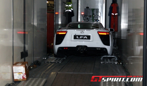 Video Unloading the Lexus LF-A in Monaco