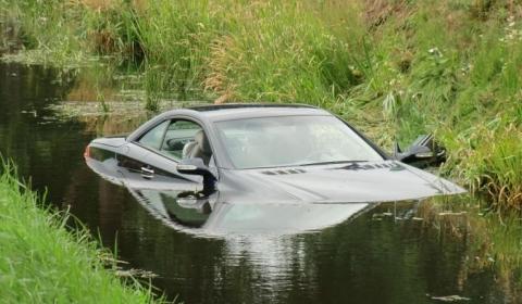 Car Crash Mercedes SL 500 Tries to Swim 01