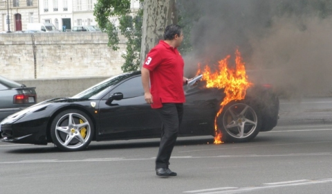 Ferrari 458 Italia Catch Fire in Paris