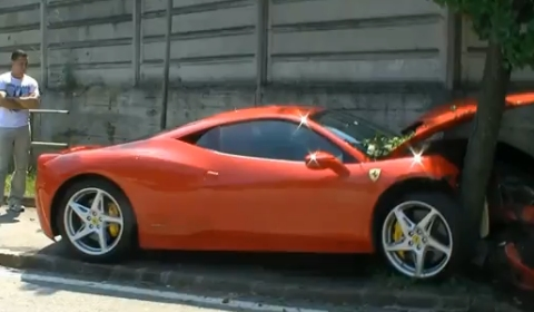 Car Crash Ferrari 458 Italia Tree Hugging in Maranello