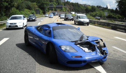 car crash: mclaren f1 100,000 euro damage - gtspirit