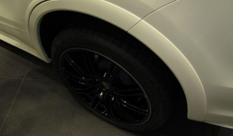 First Photos 2010 Porsche Cayenne S with Sports Package 01