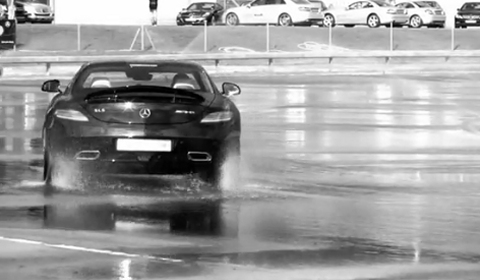 Video Mercedes SLS AMG Drifting