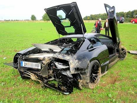 Car Crash: LP670-4SV