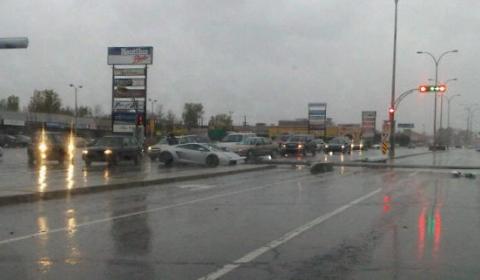 Car Crash Lambo Fights Traffic Light Pole in Quebec Canada 02