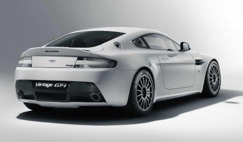 Official 2011 Aston Martin Vantage GT4 Racer 01