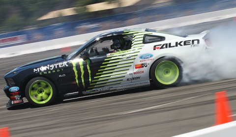 Video Ken Block & Vaughn Gitten JR. Drifting Together at SEMA 2010