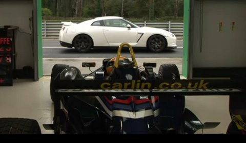 Video Nissan R35 GT-R VS Formula 3 Racer