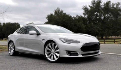 Video Tesla Model S Alpha Road Testing