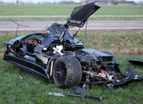 Car Crash 20-year-old Driver Destroys Gumpert Apollo 01