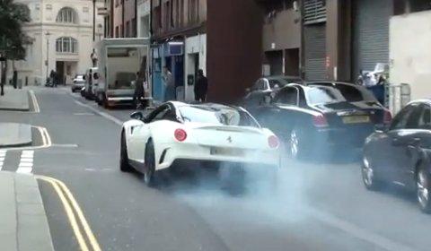 Video Ferrari 599 GTO Burnout in London