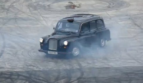 Video The Stig Does Donuts in London Taxi Cab