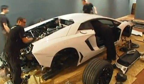 Video Lamborghini LP700-4 Aventador Assembled in Museum