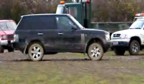 Video Range Rover Vogue Beat by 1 Inch of Mud