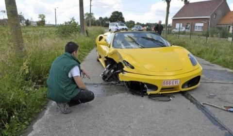 Car Crash Ferrari F430 Spider Lands On Its Roof 01