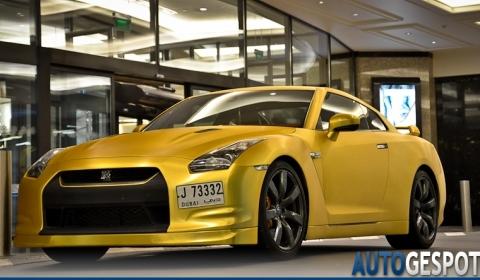Overkill Matte Gold Nissan R35 GT-R
