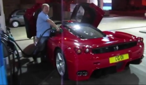 Video Filling up Ferrari Enzo with 87 Liters of Fuel