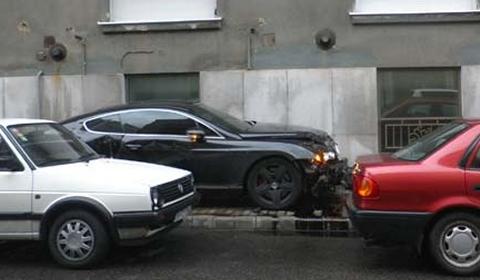 Car Crash Bentley Wrecked in Budapest 01