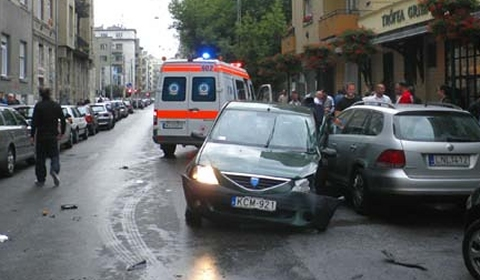 Car Crash Bentley Wrecked in Budapest 02