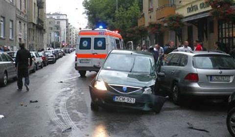 Car Crash Bentley Wrecked in Budapest 02