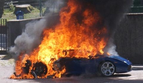 Lamborghini Gallardo Bursts into Flames in Scottish Highlands