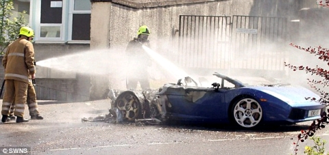 Lamborghini Gallardo Bursts into Flames in Scottish Highlands 01