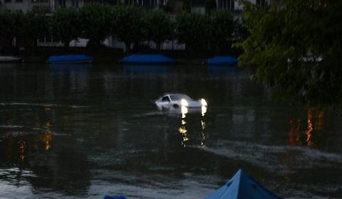 Porsche 911 Turbo In River Rhine