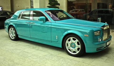 Turquoise Rolls-Royce Phantom in Doha, Qatar