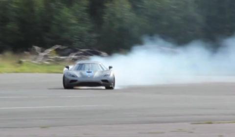 Video Koenigsegg Agera Burning Rubber