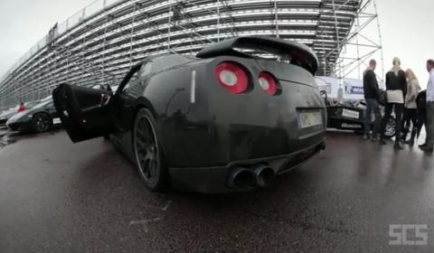 Video Nissan GTR Drifting on Wet Track
