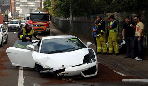 car crash: man crashes lamborghini gallardo on test drive - gtspirit