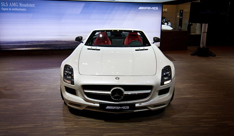 Mercedes SLS AMG Roadster at the 2011 Dubai Motor Show